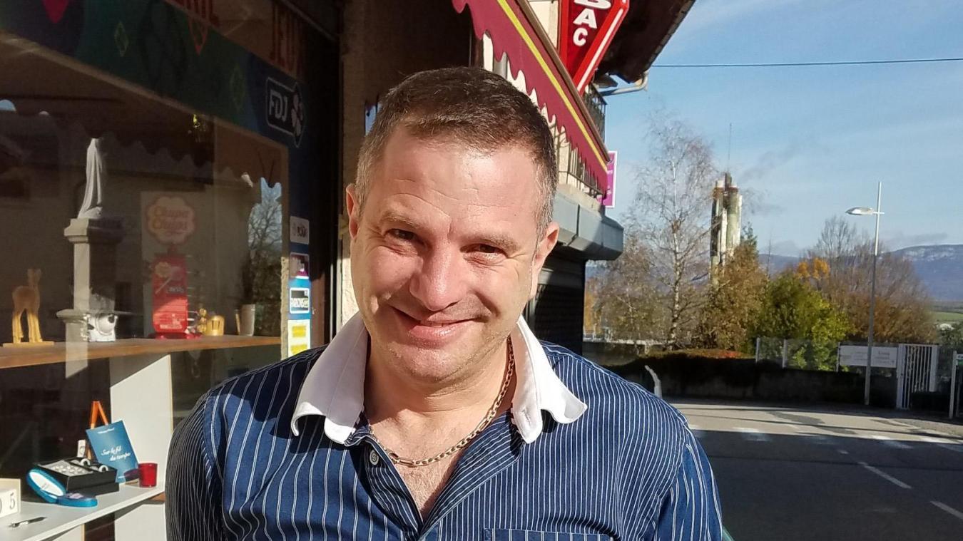 Patrick Gouilloux, nouveau propriétaire de l'épicerie-bar de Chanay.