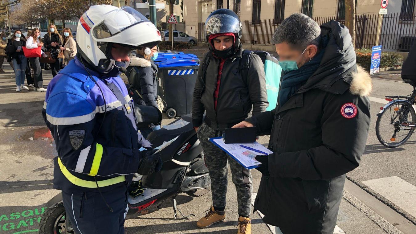 (PHOTOS) Annecy : la Police traque les livreurs indépendants hors des clous