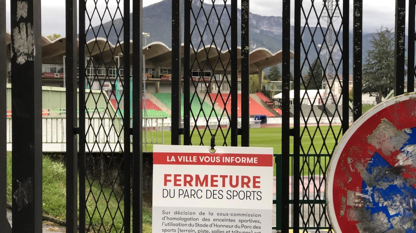 Le Parc des Sports d'Annecy est fermé depuis l'été 2020 en attendant des études complémentaires sur la solidité de sa structure en béton.