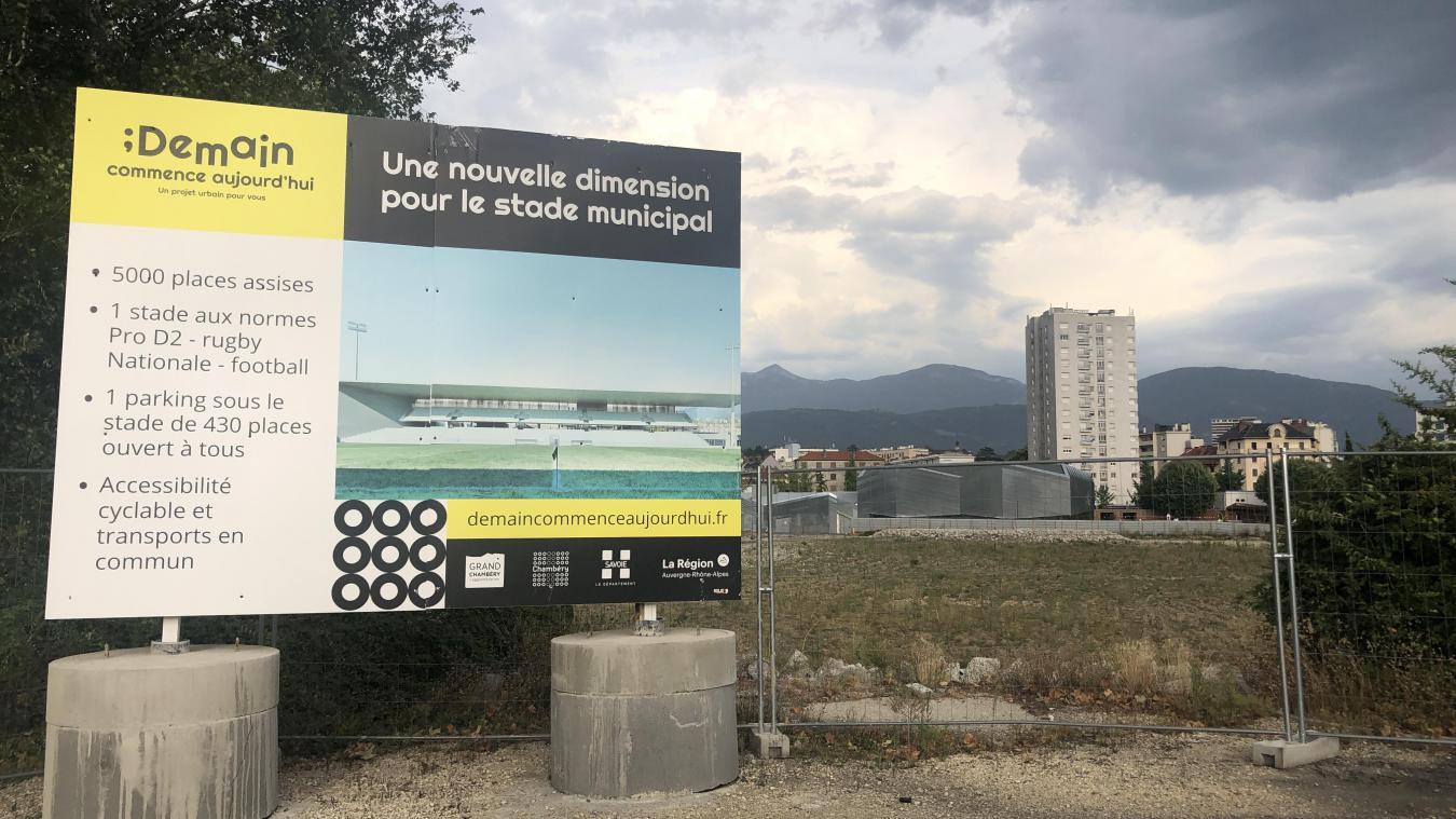 Le nouveau parking prévu sous la pelouse synthétique du nouveau Stade pourra servir aussi aux usagers de la piscine visible en arrière-plan ainsi qu'au centre funéraire.
