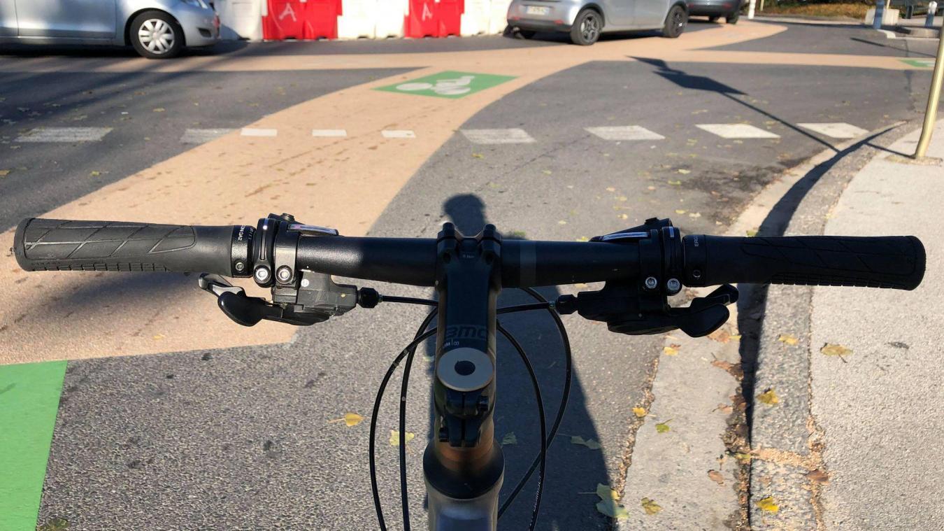 Les cyclistes sont désormais au centre de l'attention au rond-point de l'Étoile.