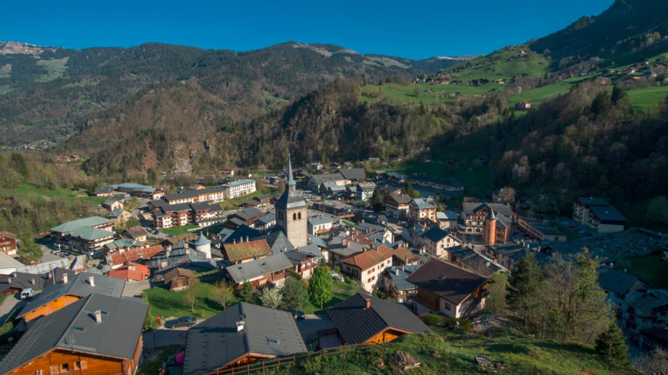 La commune de Beaufort comptait 2040 habitants en 2017 (Source Insee).