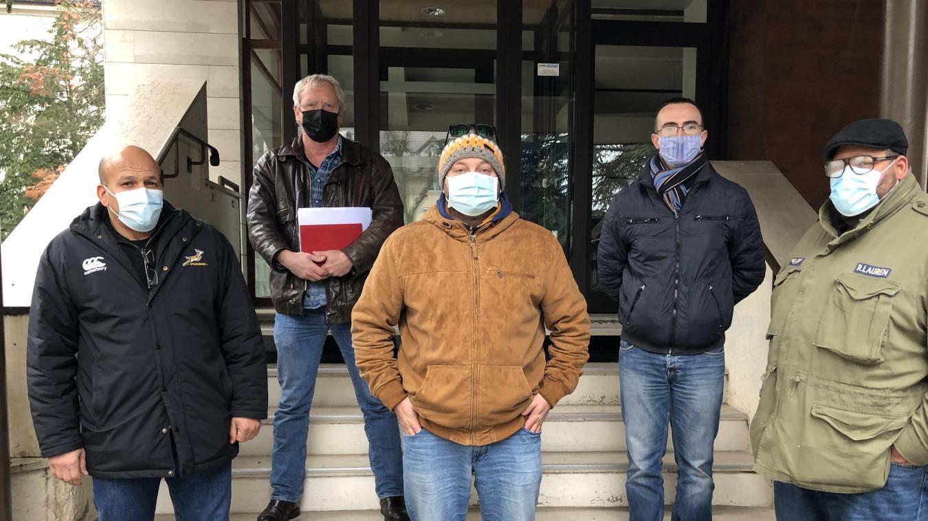 Les autorités suisses et les représentants des taxis de la Région étaient réunis en présence du sous-préfet de Saint Julien, vendredi 11 décembre.
