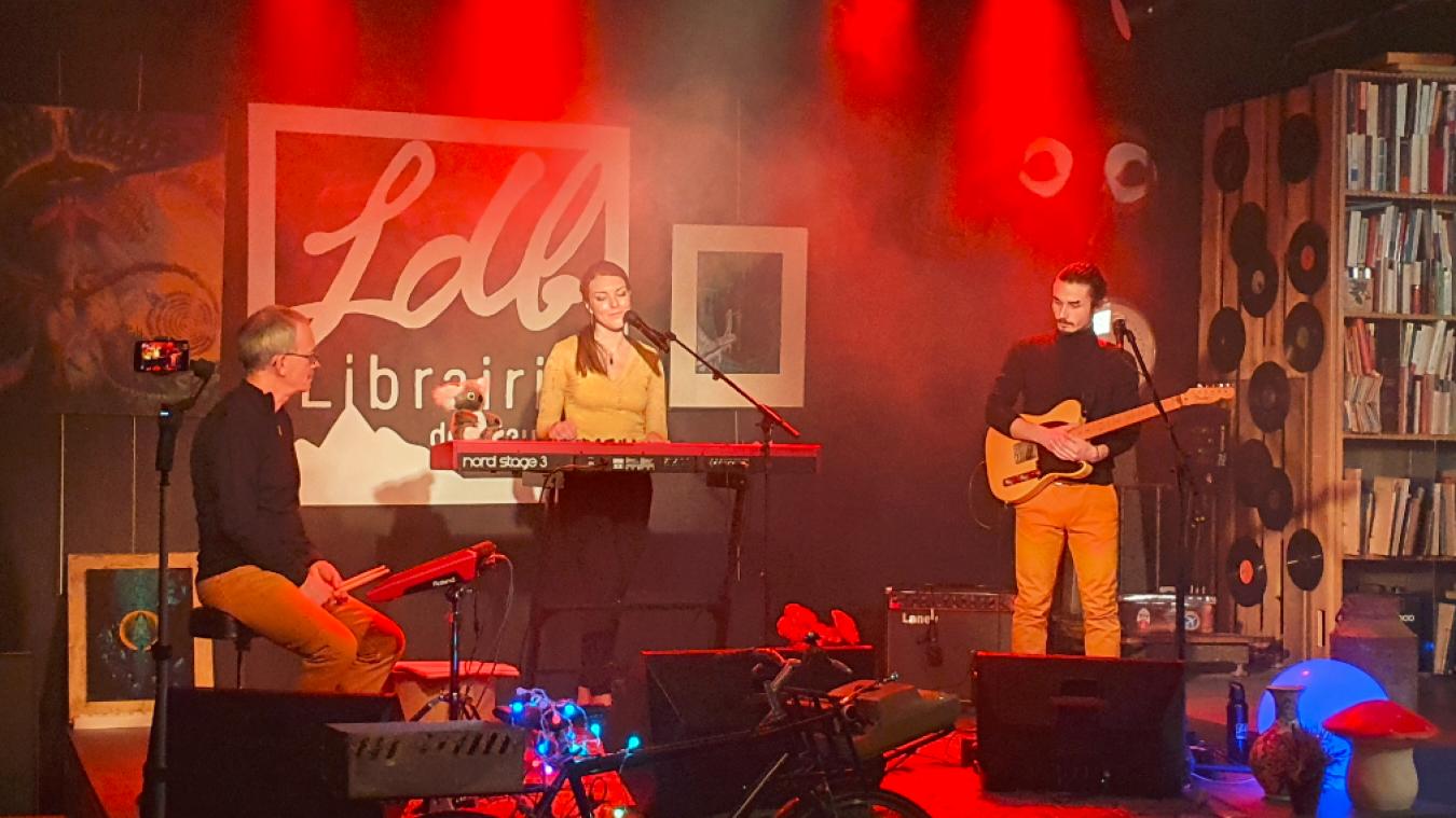 (Vidéo) Albertville: live confiné avec Anna Flower à la librairie des Bauges