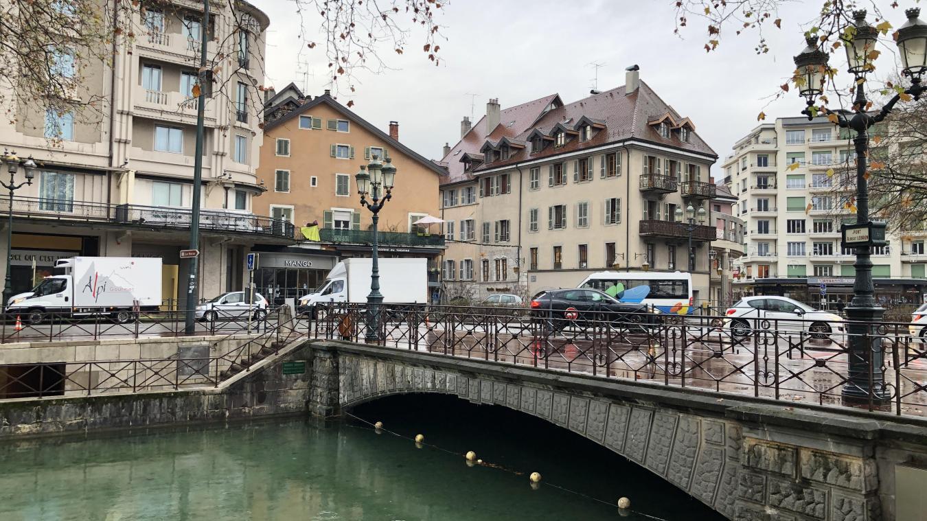 Les vannes situées sous le pont Albert-Lebrun vont être rénovées par la DDT et la Ville va profiter de l'occasion pour reconstruire l'ouvrage.
