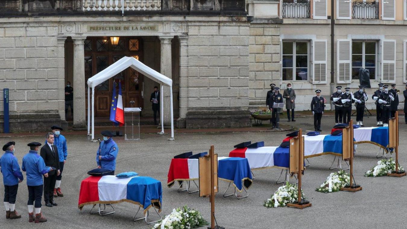 A Chambéry, mardi 15 décembre, un hommage national a été rendu aux secouristes expérimentés décédés lors d'un exercice d'hélitreuillage mardi 8 décembre sur les hauteurs de Bonvillard.