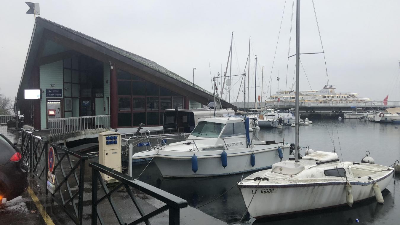 Ce bâtiment, situé au début du ponton permettant aux usagers de monter dans les bateaux de la CGN, pourrait laisser place à une gare nautique flambant neuve.