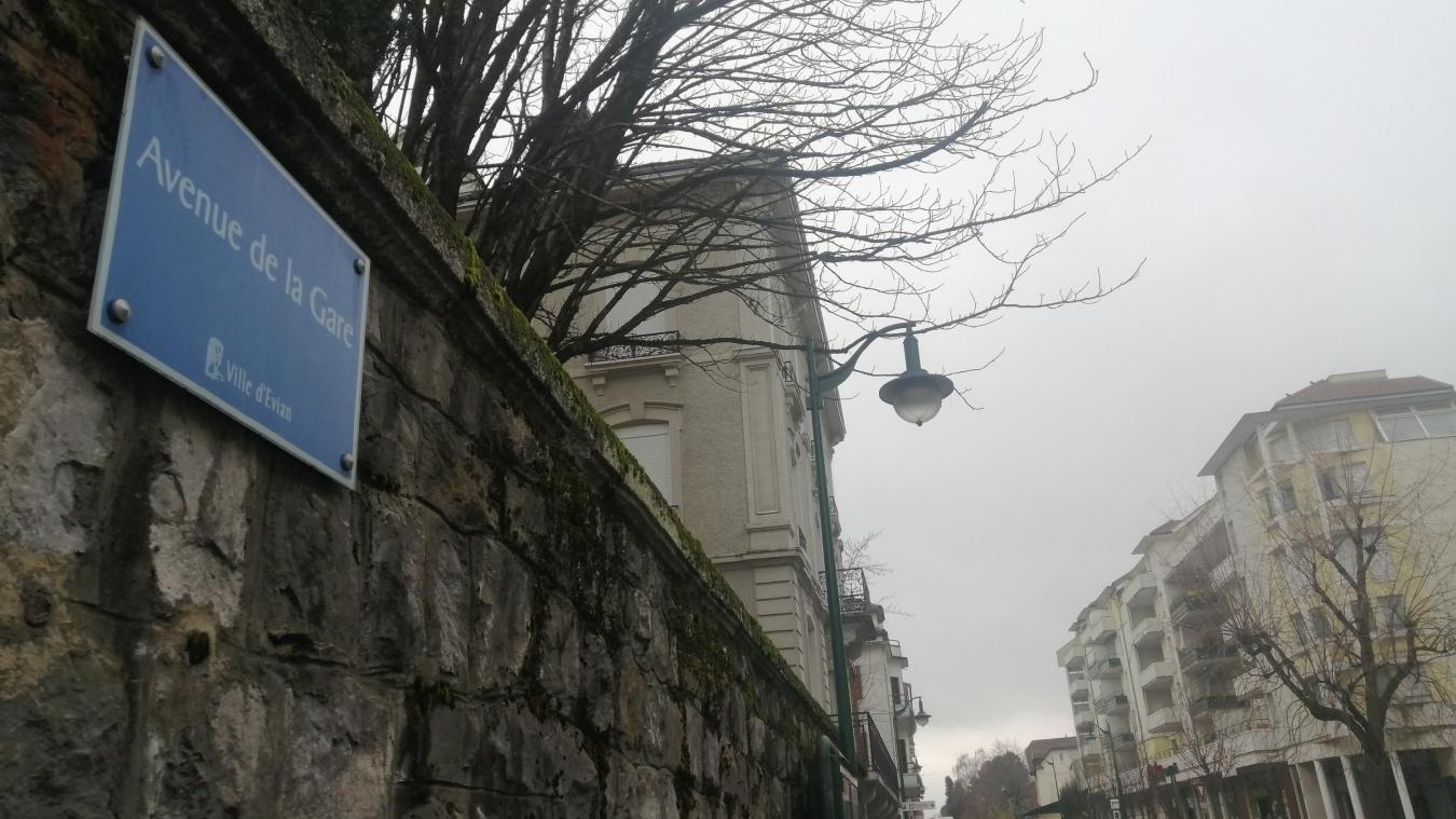 La plaque de l'avenue de la Gare sera prochainement remplacée.