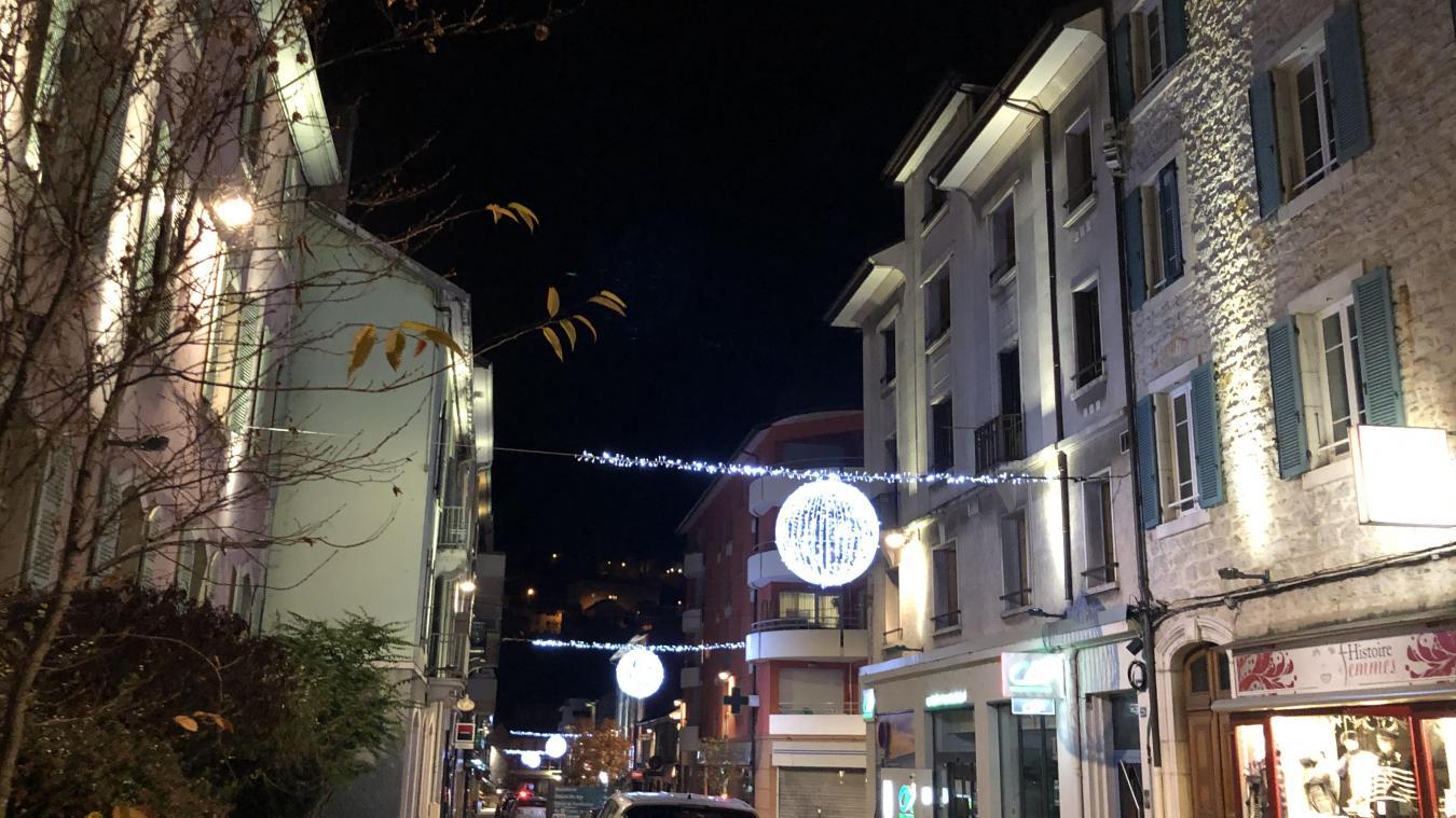 La rue de la République quelques jours avant la mise en oeuvre de la nouvelle version du Plan Lumière et ses couleurs mouvantes.