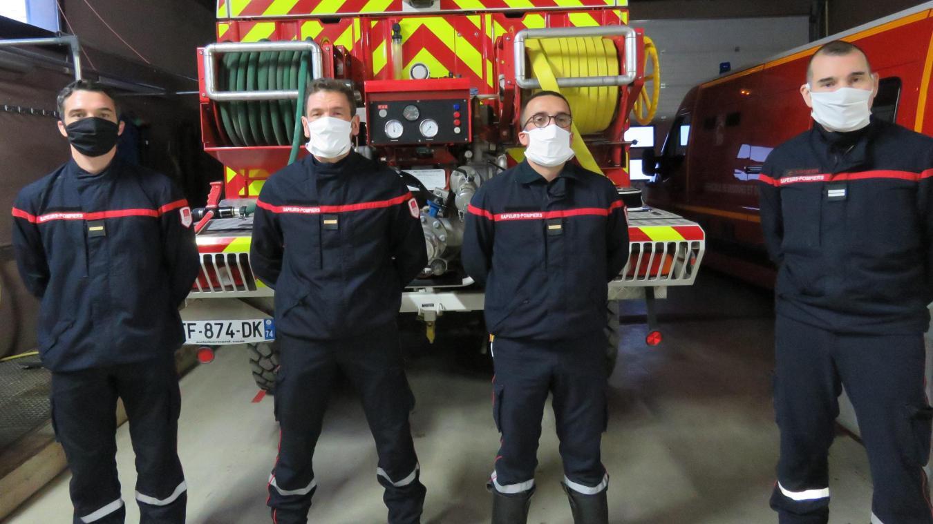 Les Sapeurs-pompiers professionnels récemment affectés au centre de secours intercommunal dirigé par le lieutenant Christophe Mogeon (à droite).