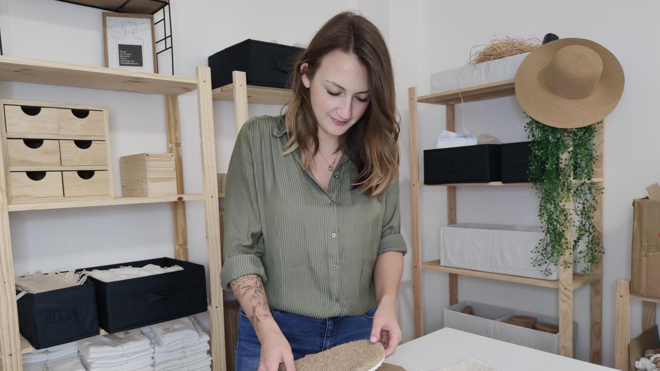Charlotte Specq prépare les premières commandes de sa toute nouvelle box, La Box by Evoé. Les abonnés recevront chaque mois un assortiment de produits. ©