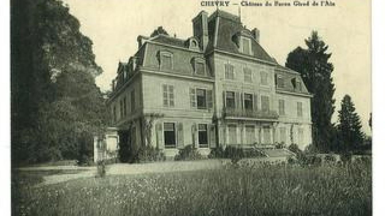 Carte postale ancienne du château. La bâtisse avant le début des travaux de transformation.