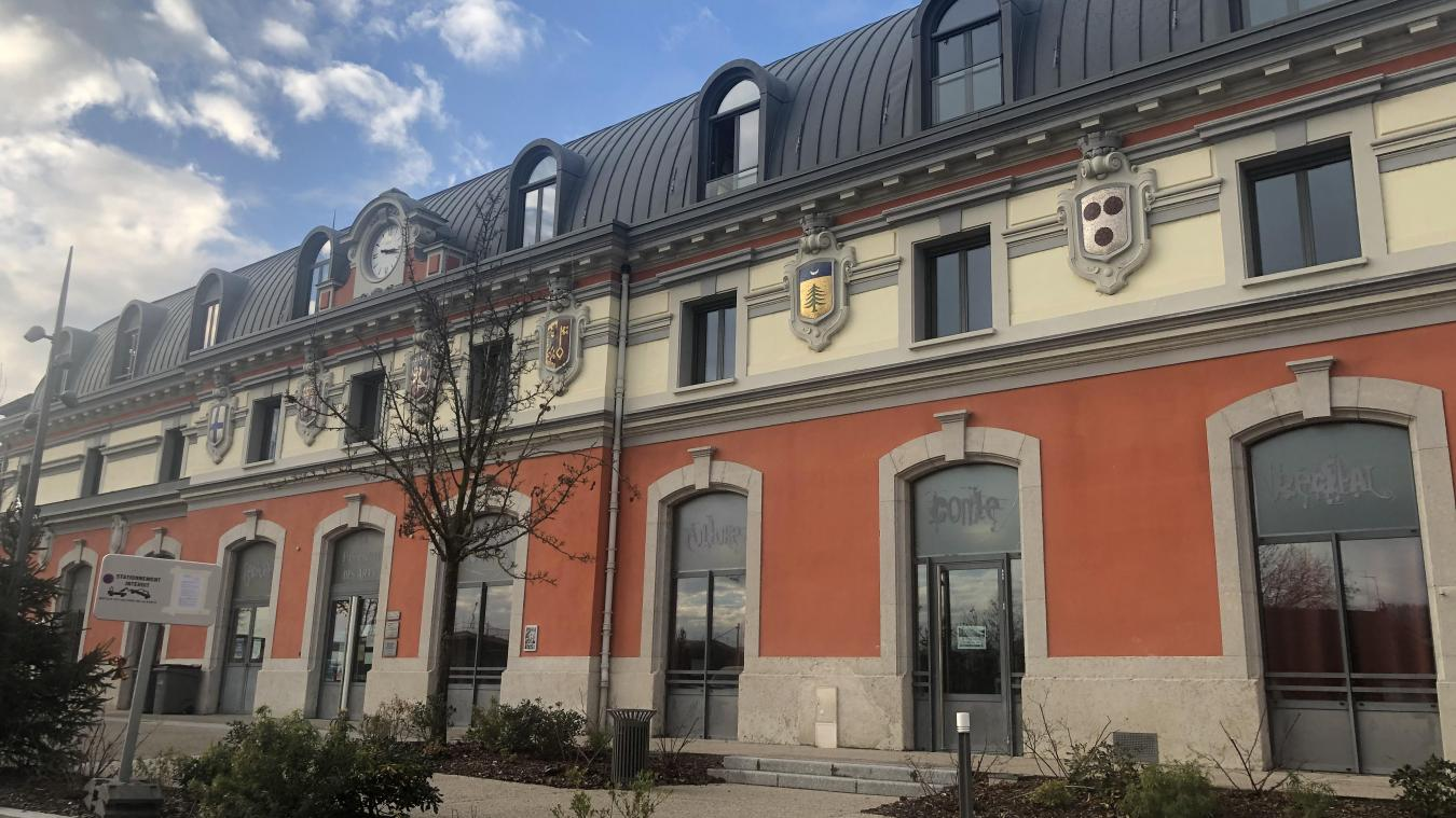 La rénovation et transformation de l'ancienne gare en pôle culturel fut une vraie réussite architecturale.