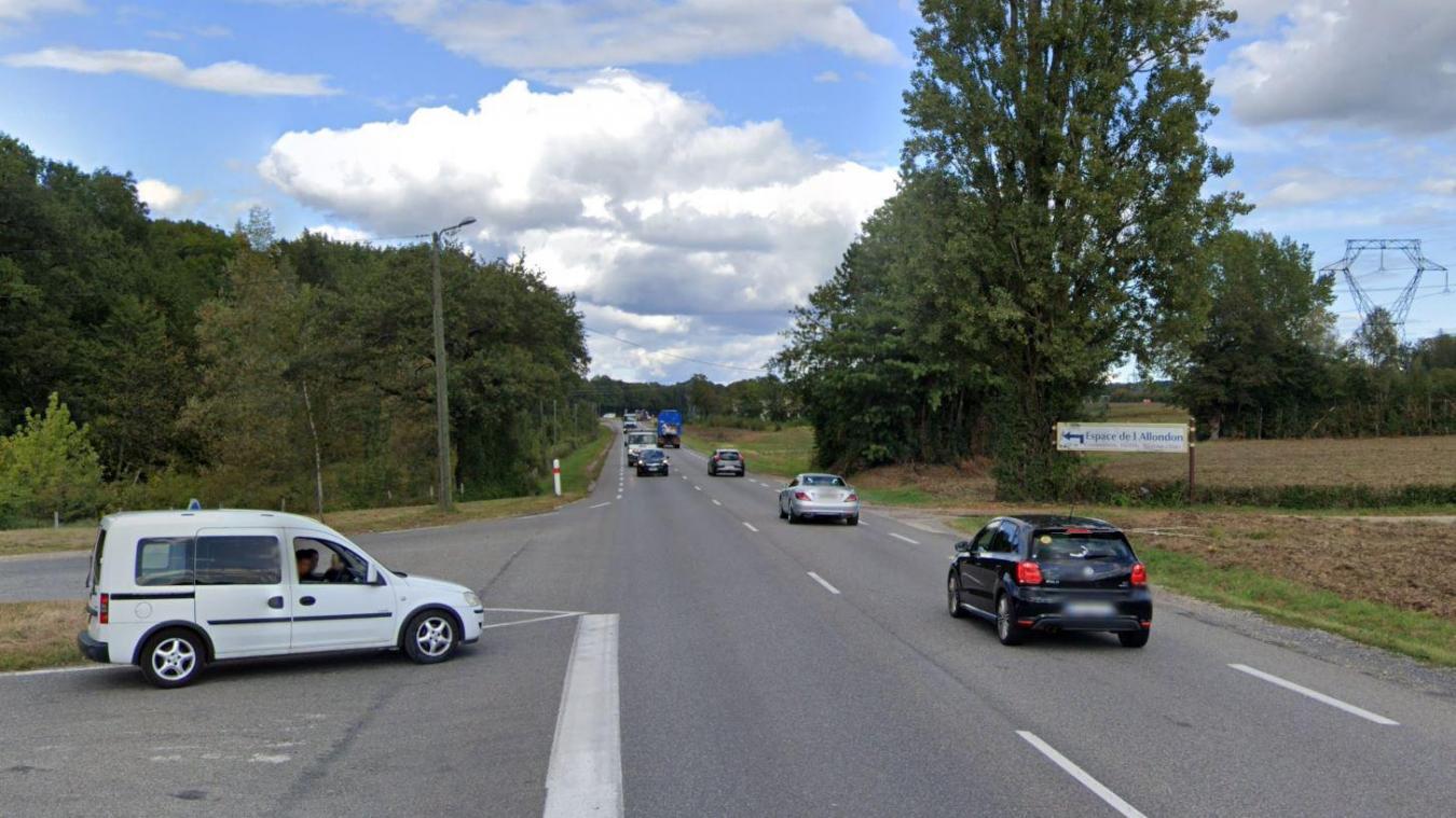 Le carrefour entre la rue Charpak et la D35, entre le rond-point Porte de France et celui de Ferney.