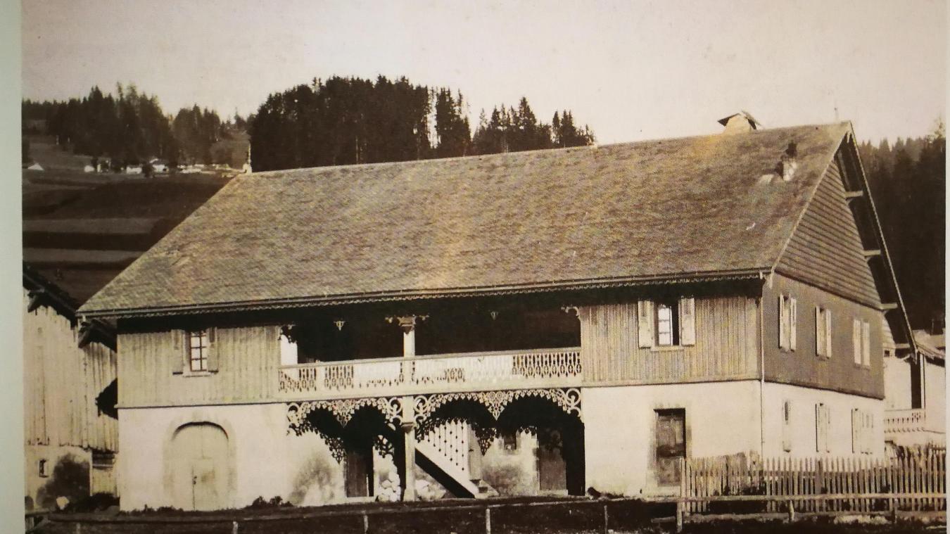 Erigée en 1884 au centre des Gets, la ferme du Lyonnais a été détruite en 2018.