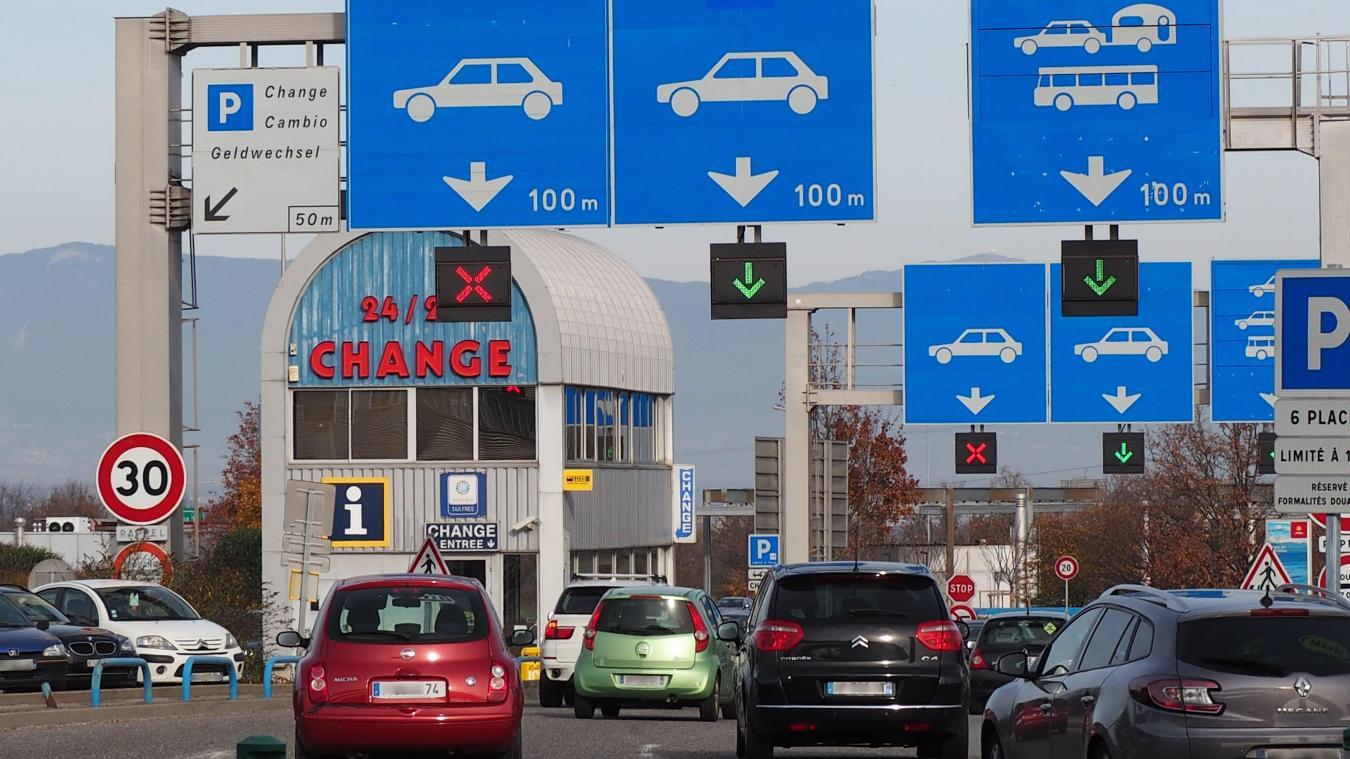 L'essor démographique se répercute inexorablement sur le trafic routier, saturé à la frontière, comme aux abords des villes les plus importantes ou dans d'autres communes plus petites mais traversées par des milliers de véhicules chaque jour.