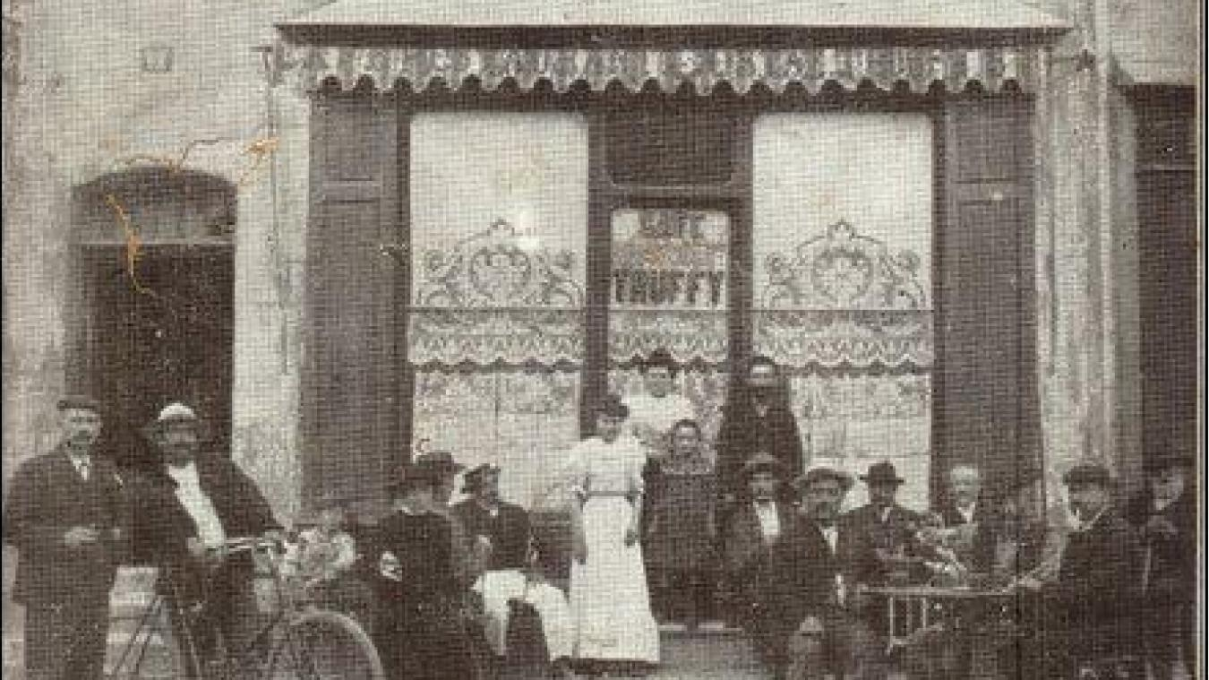 Le café-restaurant Truffy était situé au n° 12 de la place Charles Albert. On en trouve mention dans les années 1900 avec M. Costaz comme propriétaire, puis dans les années 1970, il est remplacé par le café Bochet. Cette adresse est aujourd'hui occupée par Les Chiens Douches.