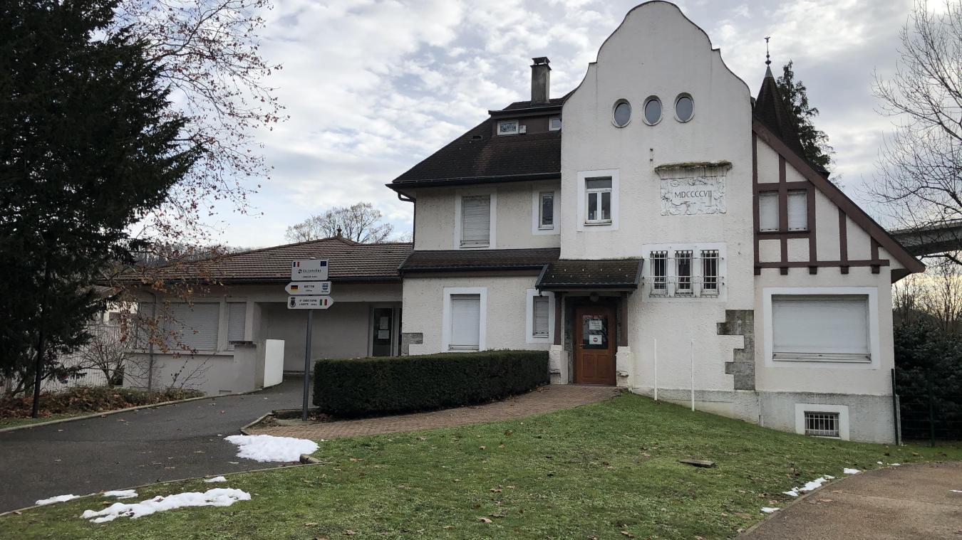 Jusque-là, le syndicat CFDT, l'association des Mamans de la Valserine et le club du troisième âge occupaient également des salles à la Maison de Savoie.