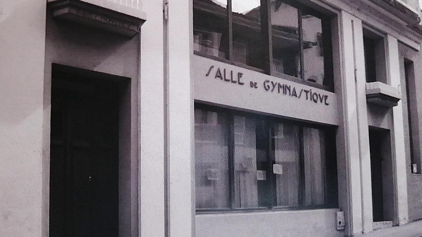 L'entrée du gymnase rue Commandant Madeleine