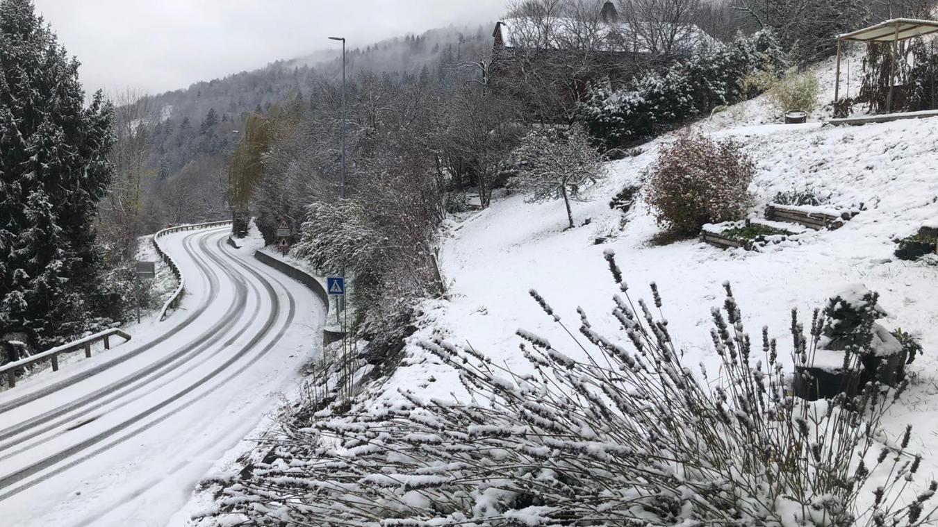 L'alerte neige et verglas se poursuit en Haute-Savoie.