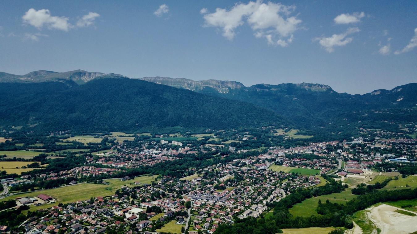 Saint-Genis-Pouilly, Gex et Ferney-Voltaire sont les communes les plus peuplées.