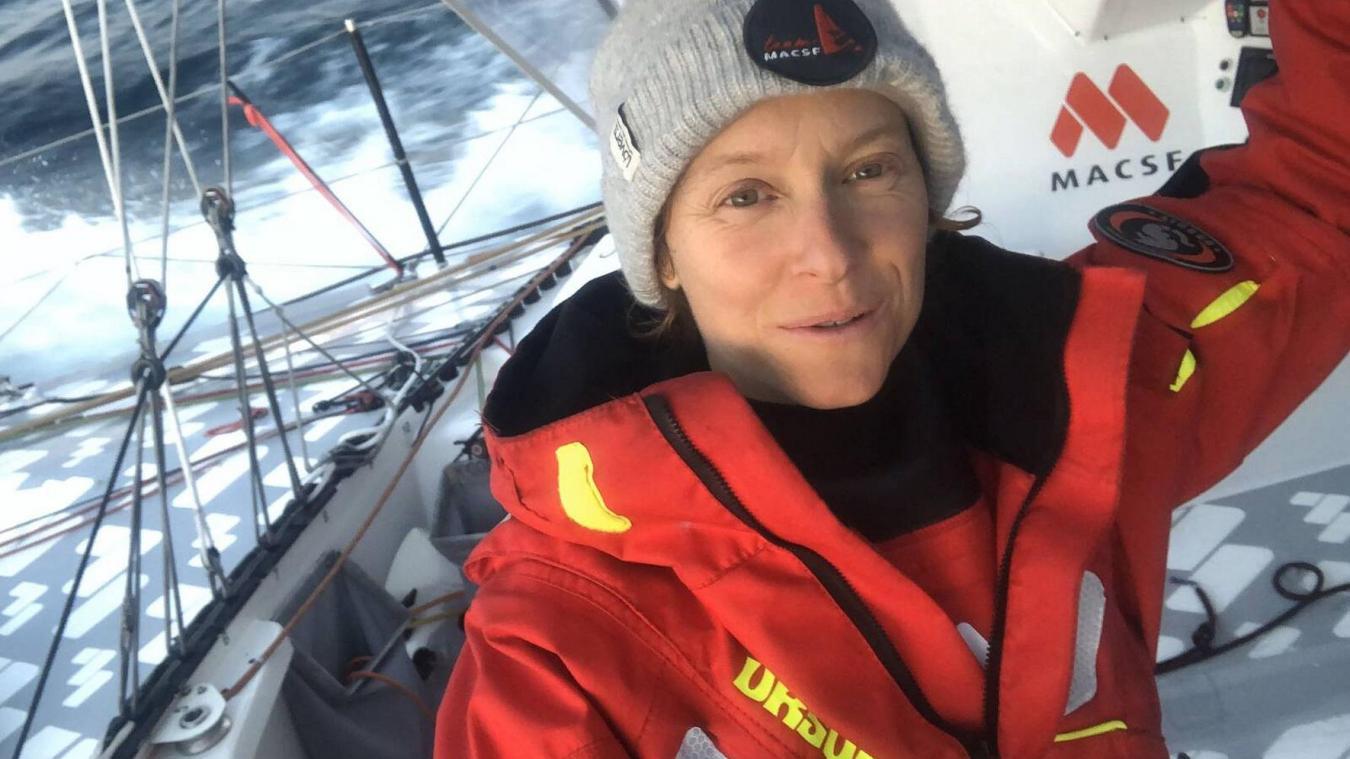 Isabelle Joschke, à bord de l'IMOCA MACSF, durant la course, trouve le temps de faire quelques selfies.