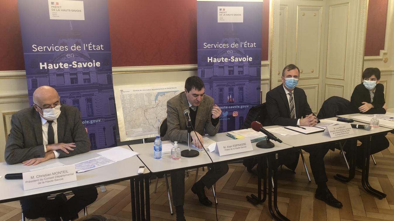 Christian Monteil, le président du conseil départemental, Alain Espinasse, le préfet de la Haute-Savoie, Luc Rollet de l'ARS et Sandrine Cabot de la CPAM, étaient réunis pour un point sur la vaccination dans le département.