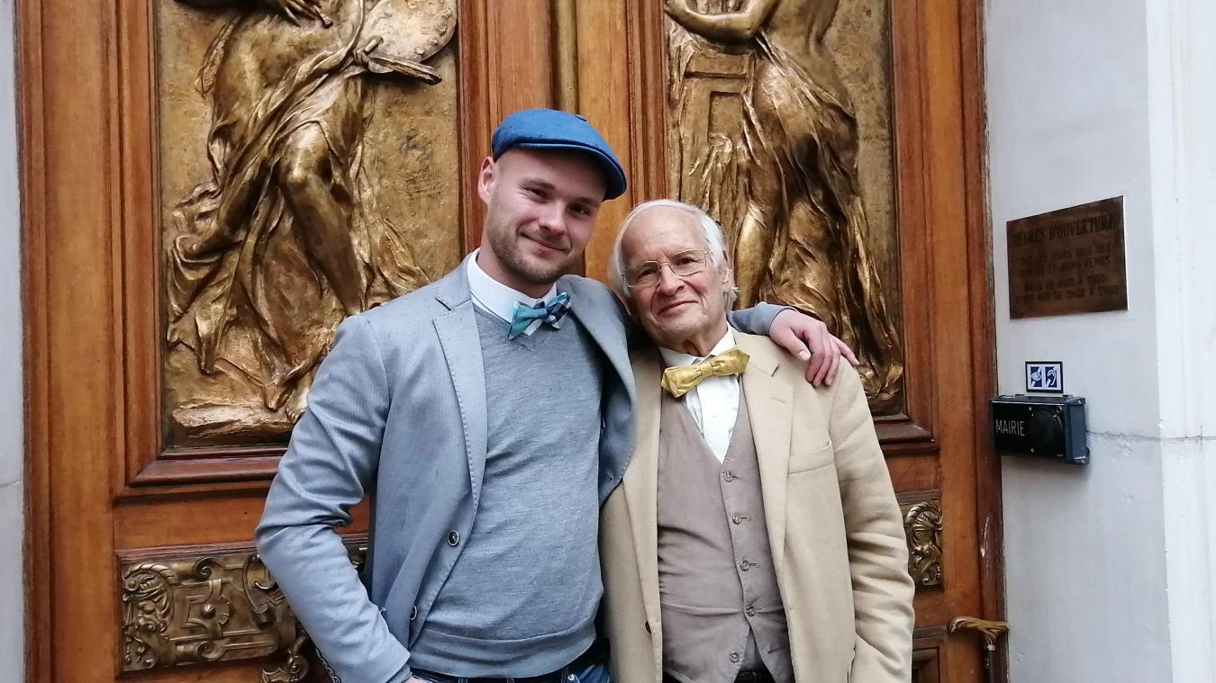 L'héritage est aussi vestimentaire avec le port du nœud papillon. Eric Hintermann le porte depuis des années et en a offert un à son fils qui compte le mettre lors de ses apparitions publiques.