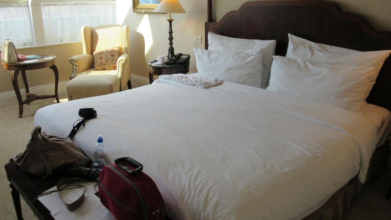 Les chambres sont prêtes à accueillir du monde, mais celui-ci se fait discret...
