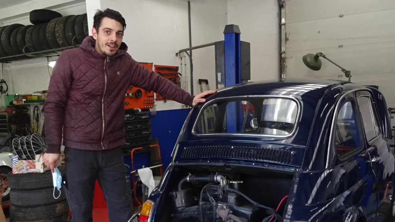 Alexandre aime beaucoup assurer la mécanique sur les véhicules anciens.