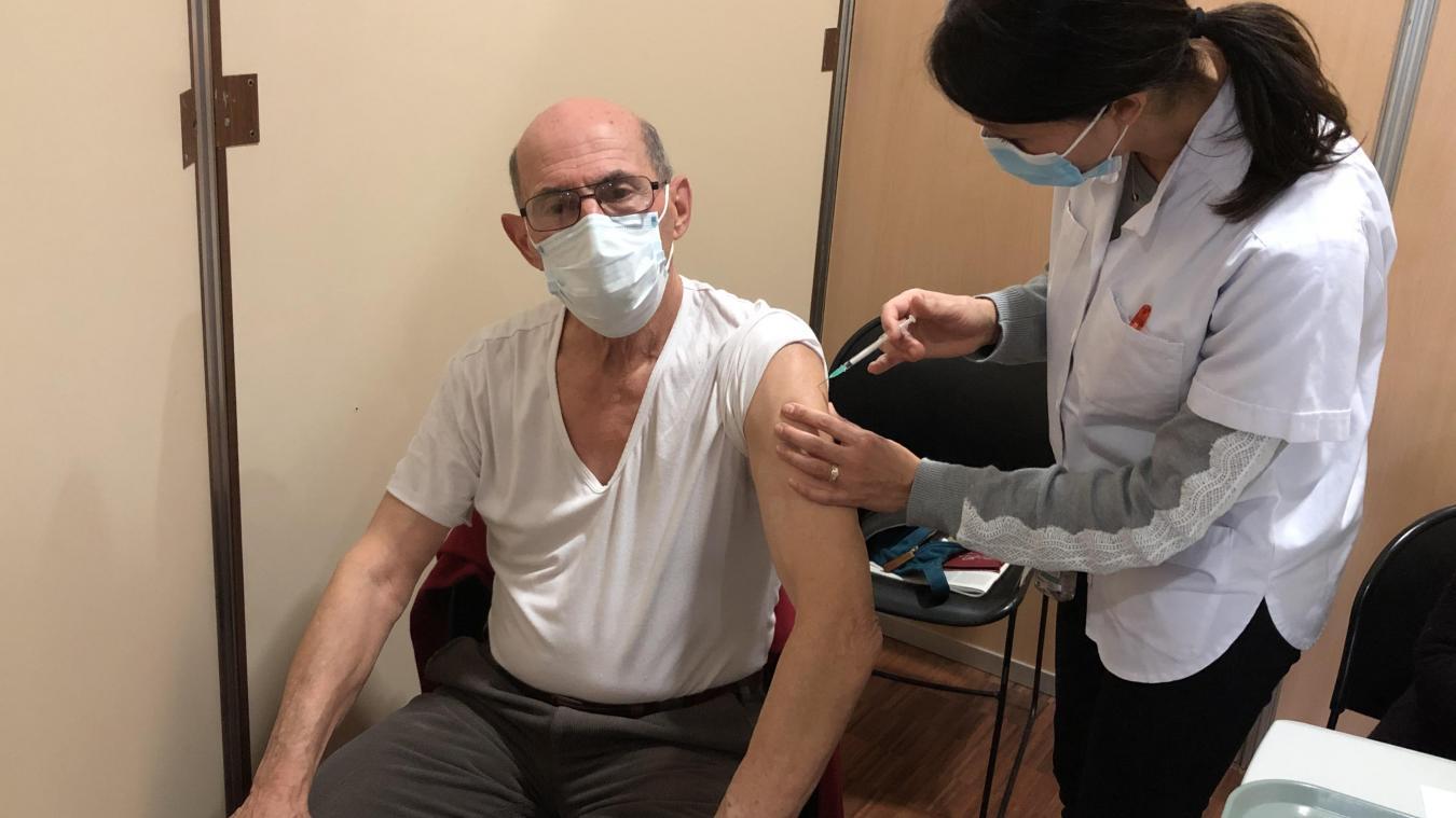 Roger s'est fait vacciner contre la Covid à Cap Periaz, ce mercredi 20 janvier.