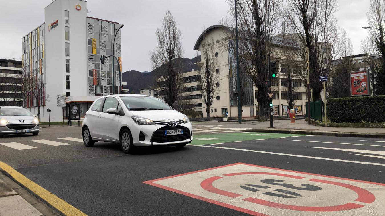 L'accident s'est produit au croisement de l'avenue de Thônes et de l'avenue de France peu avant 19 heures.