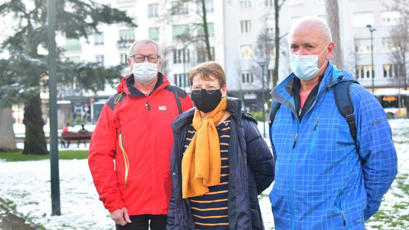 Francis Bras, Chantal Descombes et Jean-Philippe Caillaud rêvent d'un autre avenir, sans avions, sur le site de l'aéroport.