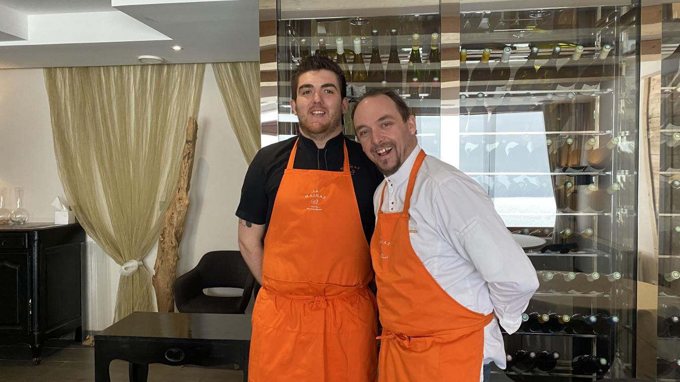 Le chef Julien Thomasson (à droite) au côté de son chef pâtissier Loïc.