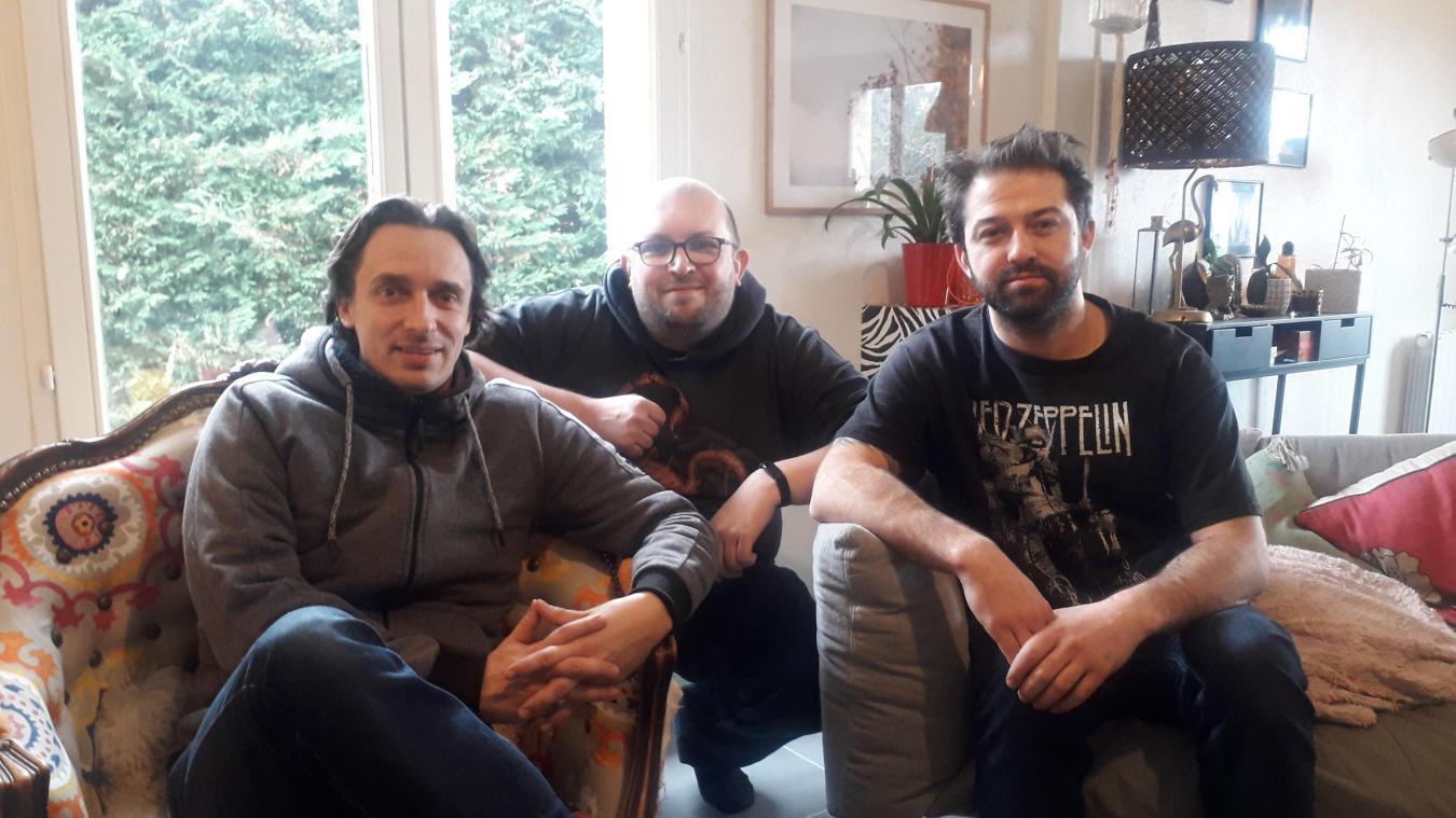 Alain Dufrêne (à gauche) et Pierre le Reste, fondateurs (avec Charlotte Gindre) de l'association Arrête ton ciné, et James Russo.