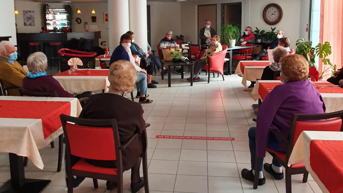 Les seniors souhaiteraient pouvoir retrouver des moments de convivialité au sein de leur espace commun. Ici, en manifestation lundi 18 janiver.