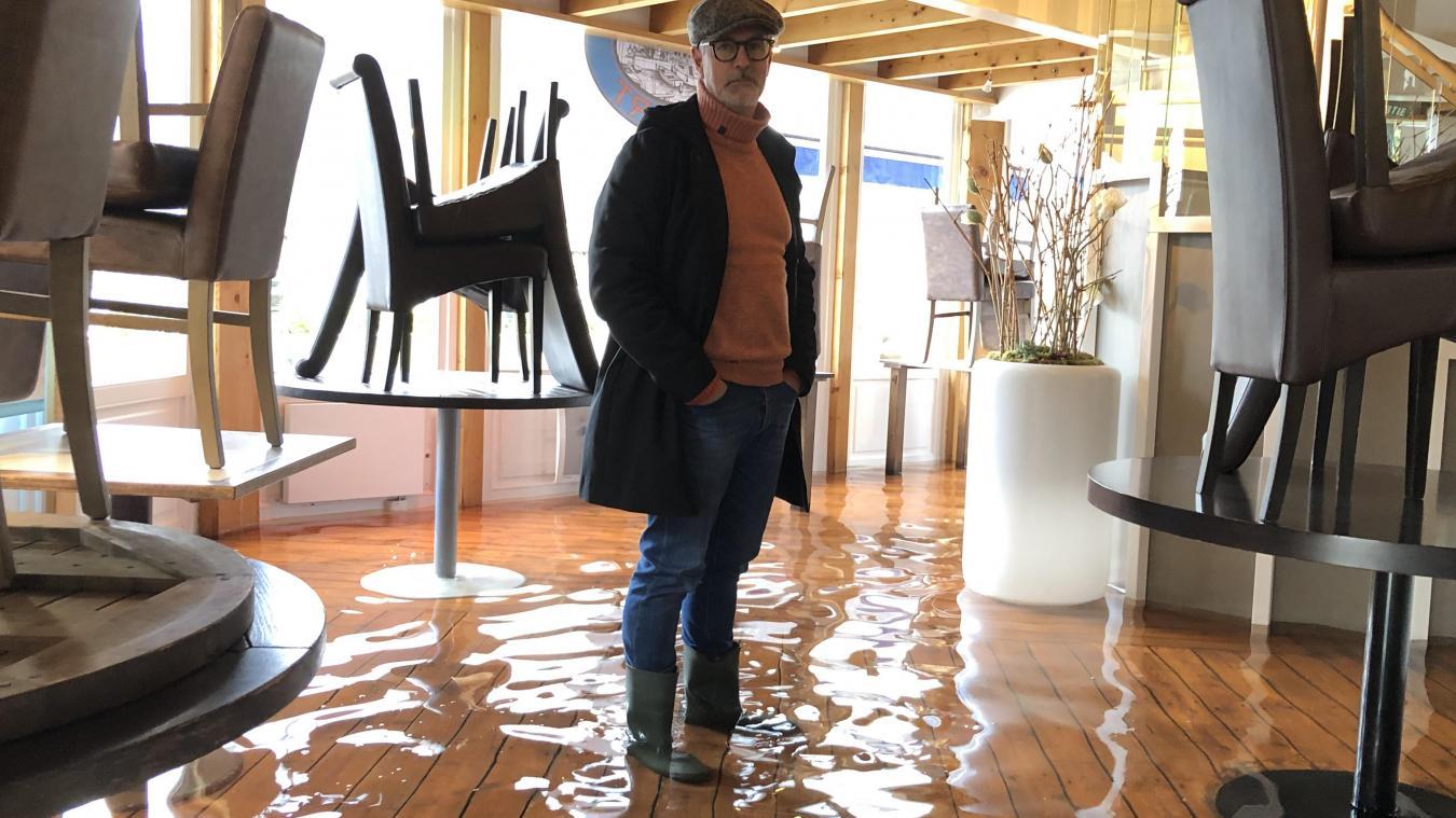 Depuis le 29 janvier, le restaurant d'Olivier Fournier, Le Bistrot du Port à Sevrier, est pris par les eaux du lac d'Annecy.