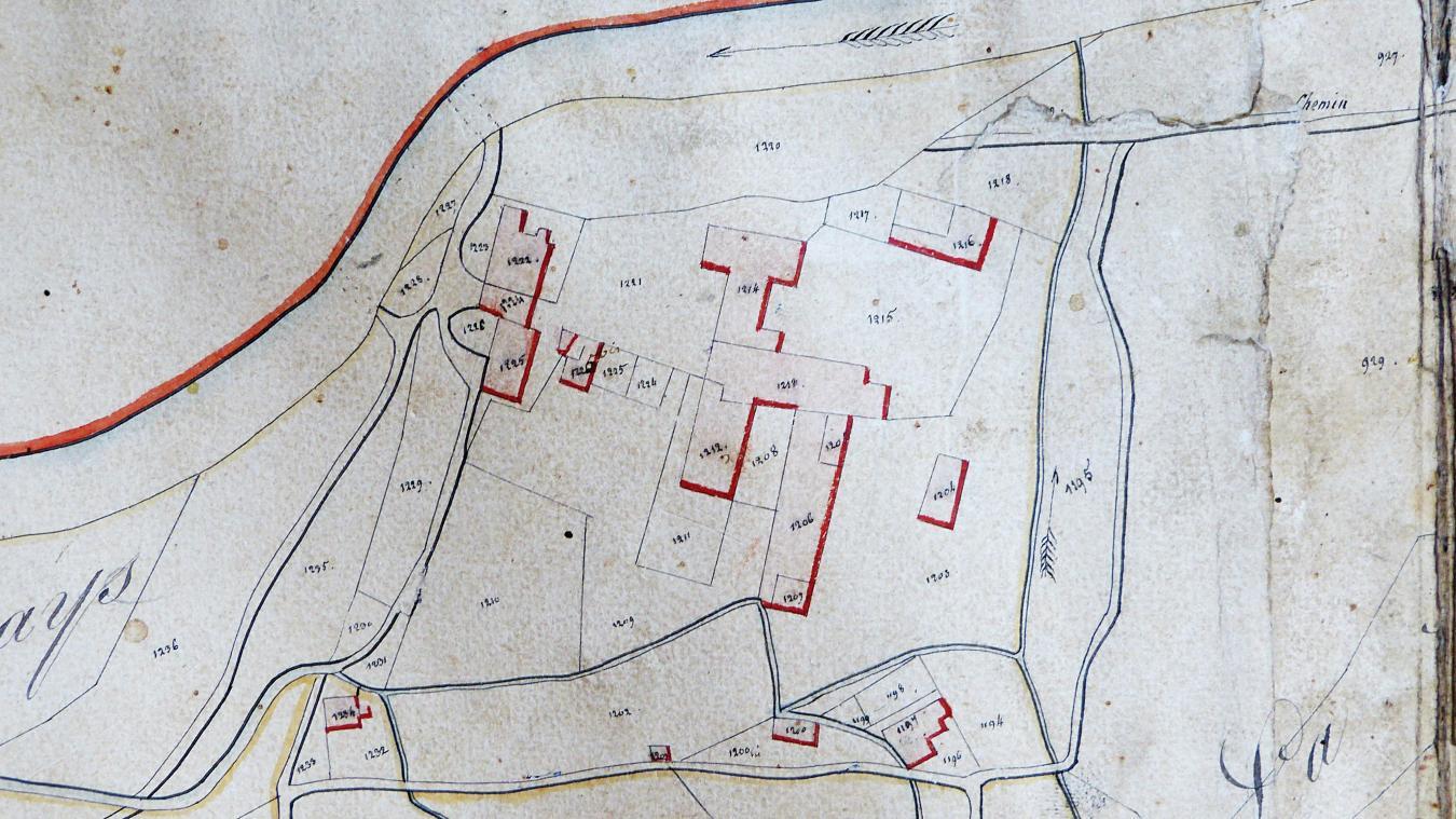 Le cadastre napoléonien de 1818. On voit clairement, en rouge, les différentes implantations monastiques, avec, au centre, l'abbaye.