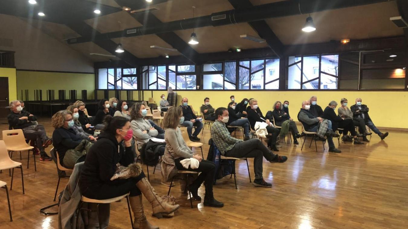 Frontenex : Les élus rejoignent parents et professeurs dans leur combat contre une éducation fragilisée