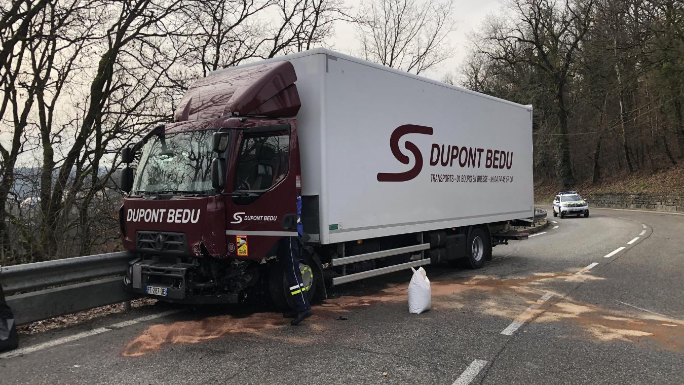 Le camion d'une société de transport et logistique circulait dans le sens Bellegarde-Châtillon.