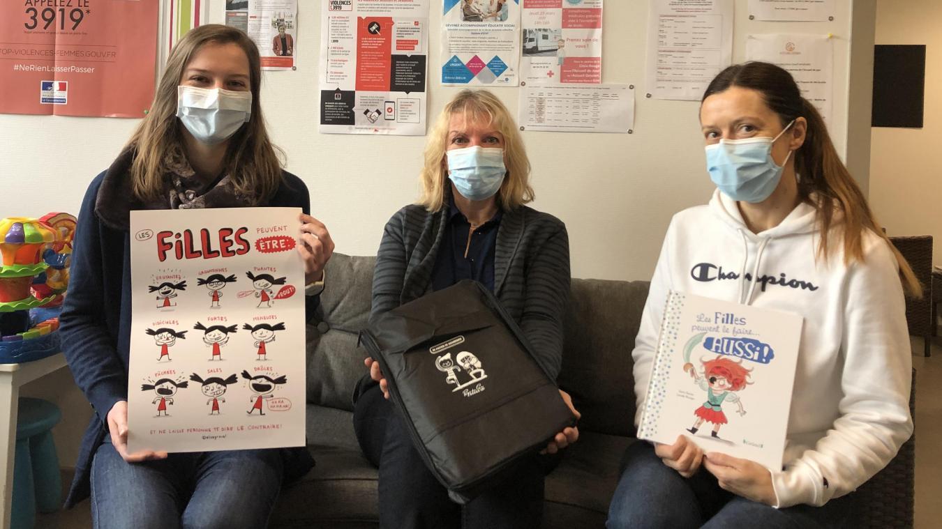 A gauche Margaux directrice, au centre Blandine bénévole, à droite Anne, psychologue.