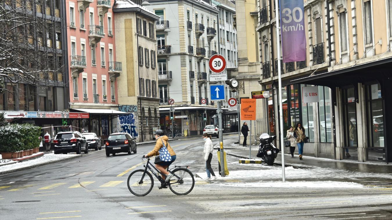 A Genève, la Loi pour une mobilité cohérente et équilibrée (LMCE), soumise en votation populaire cantonale le 5 juin 2016, a été soutenue par près de 68% de la population. Elle vise à prioriser les transports publics et la mobilité douce dans les centres urbains du canton. © DRK