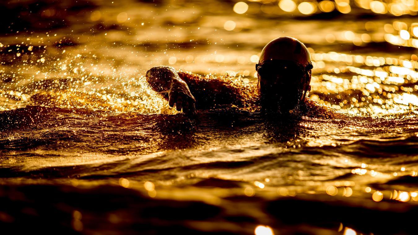 Le joggeur a plongé dans une eau à 9 degrés.