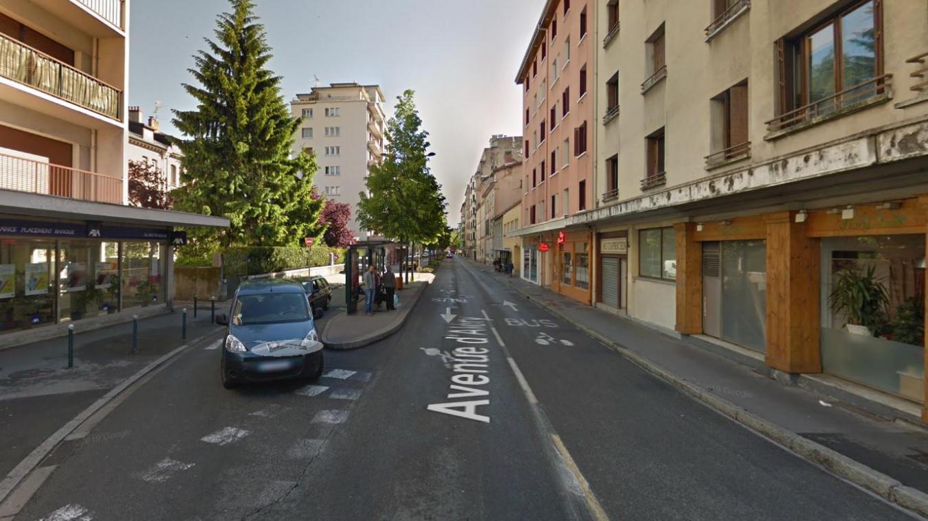 L'accident s'est produit sur l'avenue d'Aléry au niveau d'un arrêt de bus.