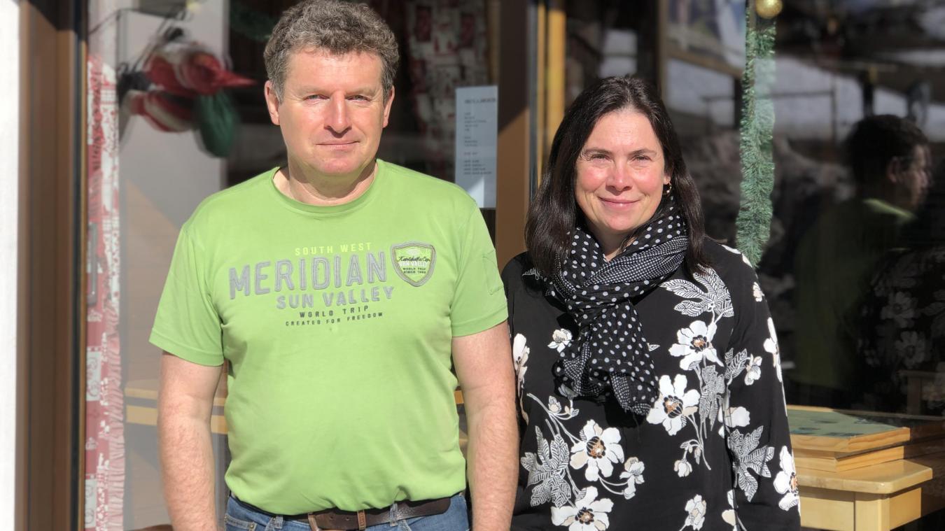 Claude et Célia Bernaz sont propriétaires de l'hôtel-restaurant Les Skieurs, au pied des pistes d'Hirmentaz.