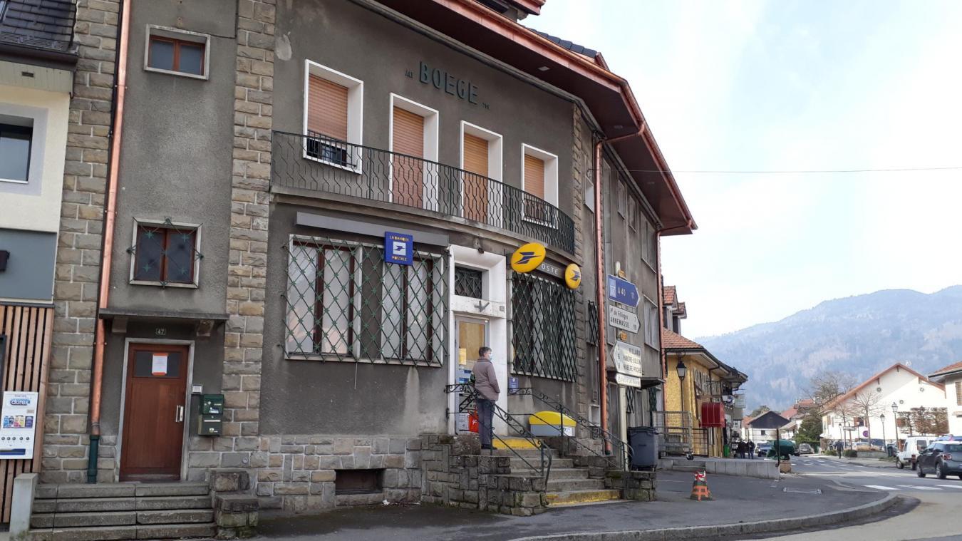 Adossé au bureau de poste, le centre de tri de Boëge compte cinq facteurs et un manager. 600 colis y transitent tous les jours.
