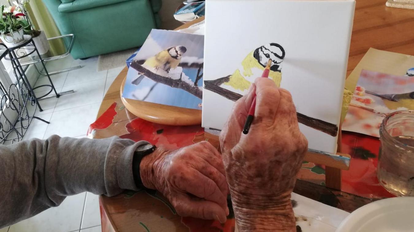 L'animatrice adapte ses activités en fonction des centres d'intérêt de chacun.