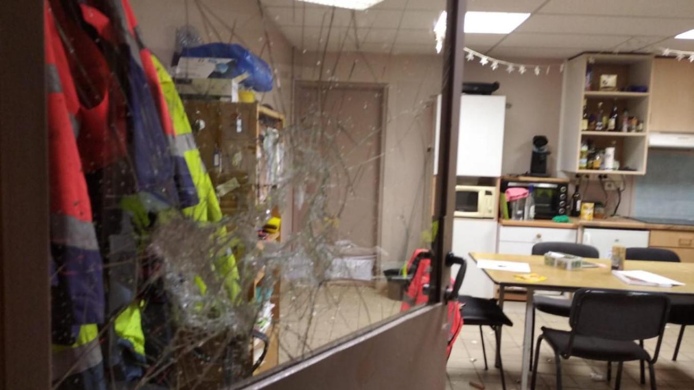 Malgré des dégâts importants, rien n'a été volé dans le bâtiment.