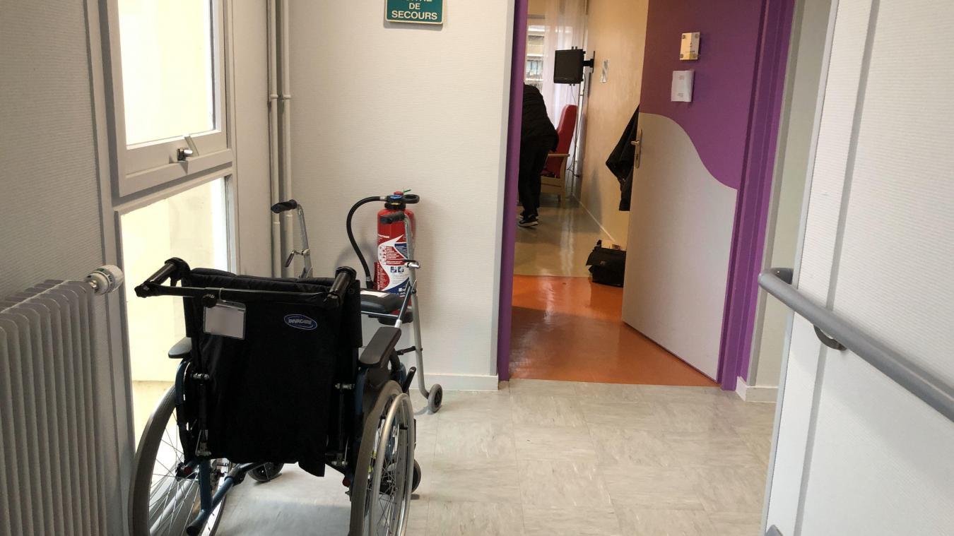 La veuve d'un résident reproche à l'Ehpad d'avoir faire travailler des agents malades mais asymptomatiques.