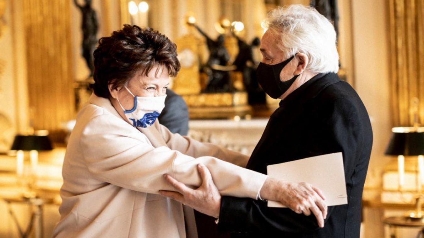 Michel Sardou a été décoré vendredi soir par Roselyne Bachelot du titre de commandeur de la Légion d'honneur.